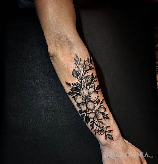 Tatuaż flora - kwiaty