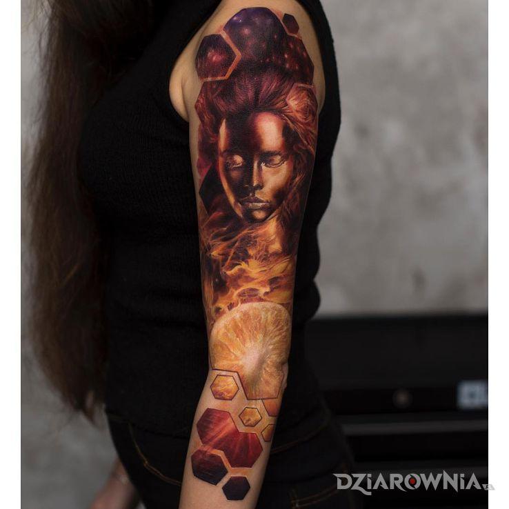 Tatuaż majestatyczne oblicze dziewczyny w motywie 3D i stylu realistyczne na przedramieniu