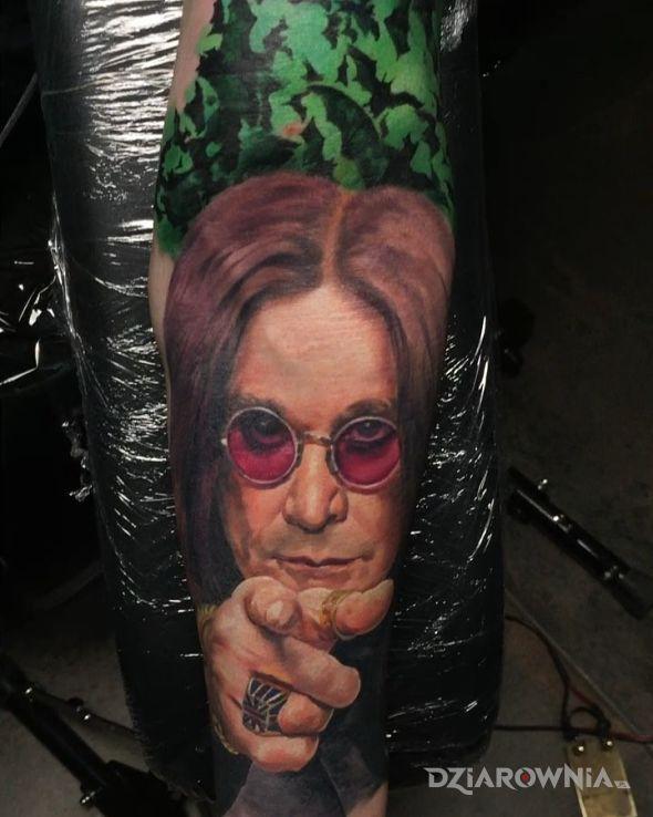Tatuaż ozzy w motywie 3D i stylu realistyczne na przedramieniu