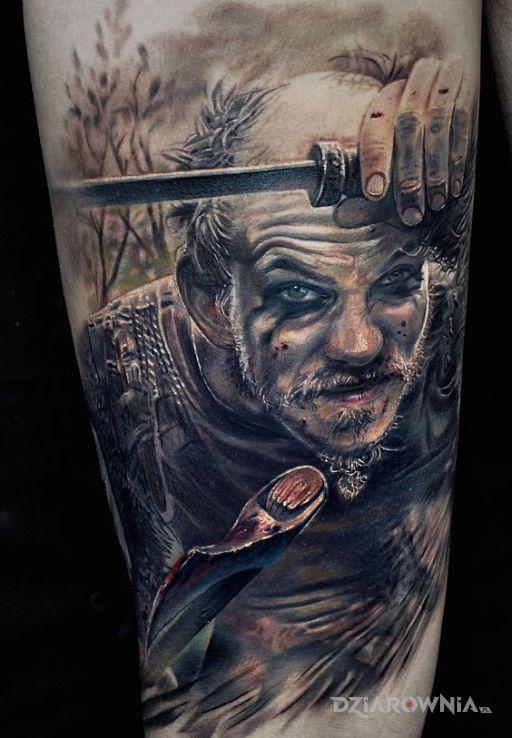 Tatuaż floki z wikingów w motywie twarze i stylu realistyczne na przedramieniu