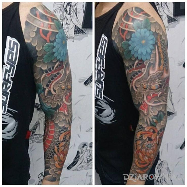 Tatuaż orientalny smok w motywie rękawy na ramieniu