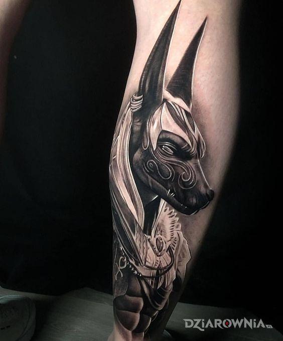 Tatuaż anubis - realistyczne