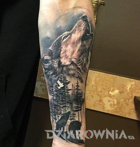 Tatuaż wilk wyjący do księżyca