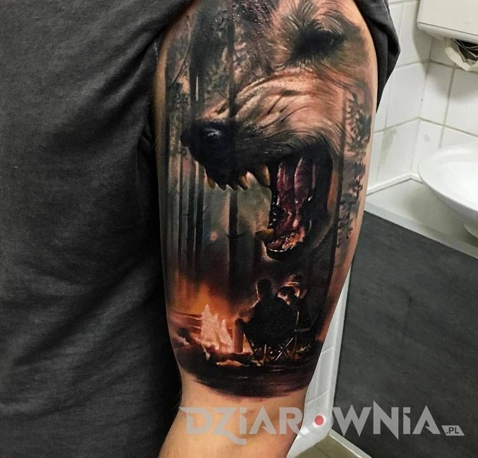 Tatuaż groźny wilk