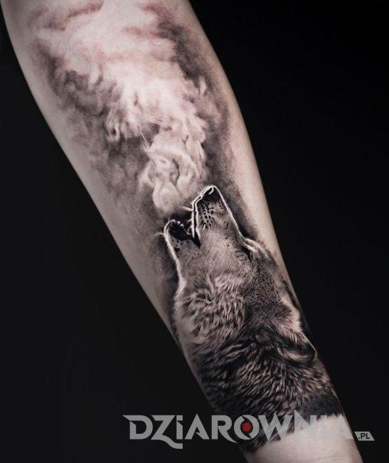 Tatuaż wilk i dym
