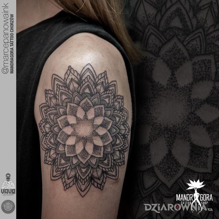 Tatuaż mandala - geometryczne