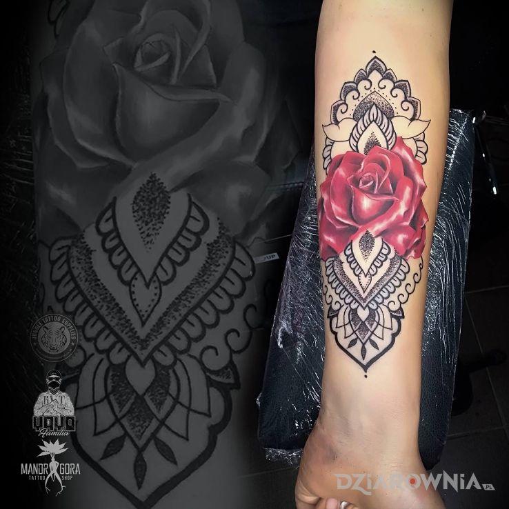 Tatuaż róża - realistyczne