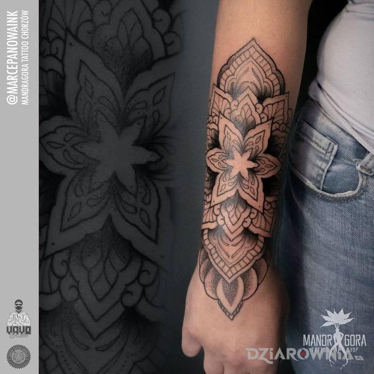 Tatuaż mandala - graficzne