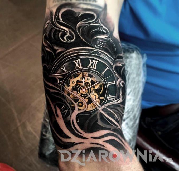 Tatuaż zegar w dymie