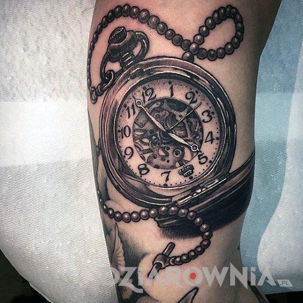 Znaczenie Tatuazu Zegar Symbolika I Historia Wraz Ze Zdjeciami Dziarownia Pl