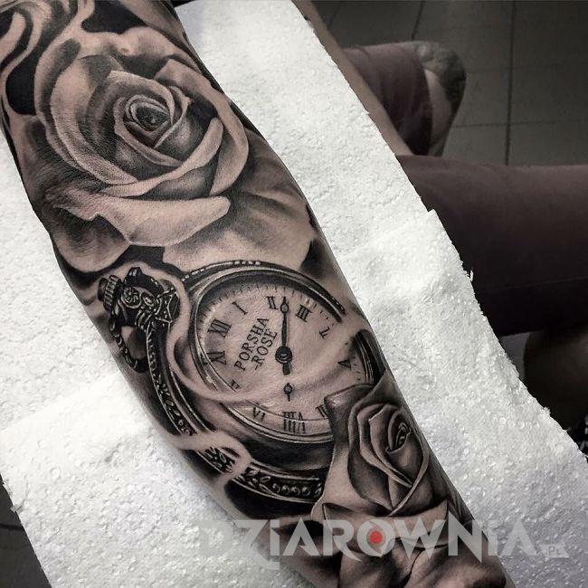Tatuaż zegar z różami