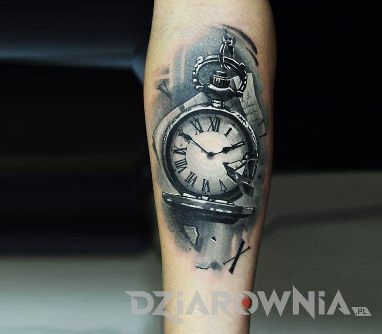 Tatuaż rozpadający się zegarek