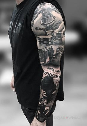 Tatuaż ruleta w motywie rękawy i stylu realistyczne na przedramieniu