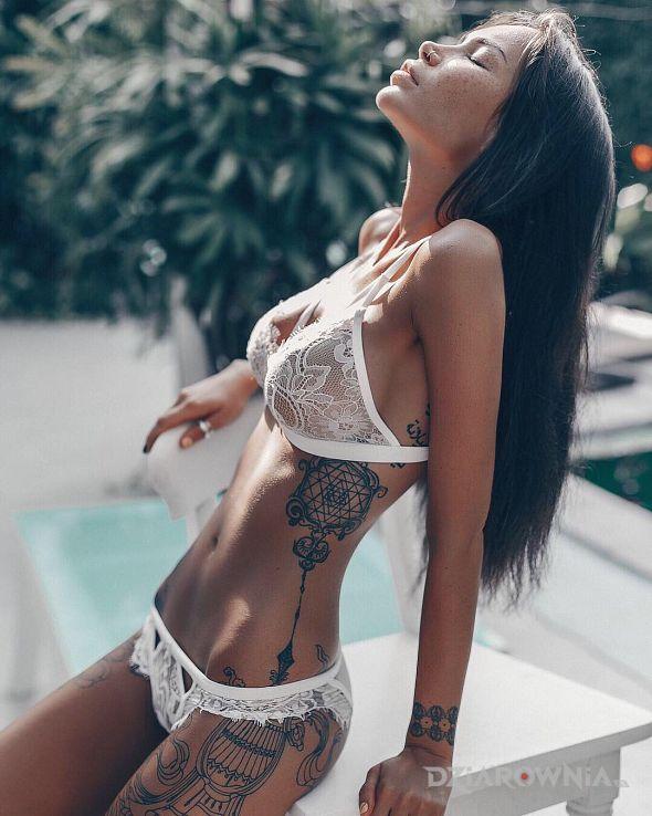 Tatuaż delikatna dziewczyna - seksowne