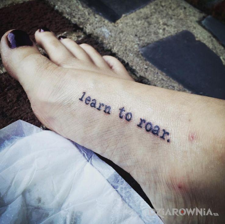 Tatuaż nauka ryku - napisy