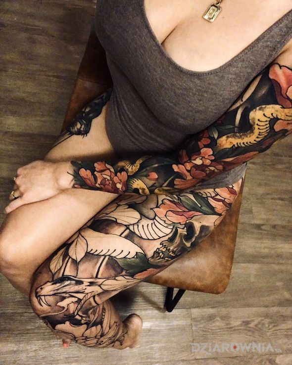 Tatuaż brązowo d - kolorowe
