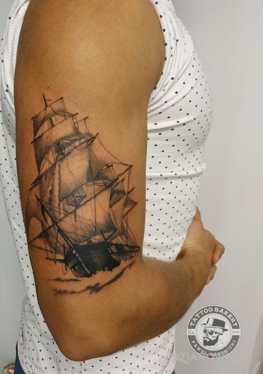 Tatuaż okręt - czarno-szare