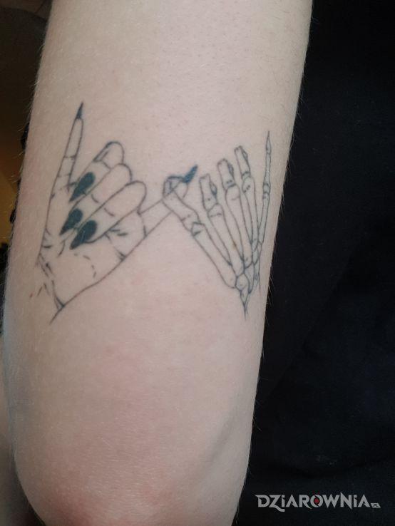 Tatuaż palce - czarno-szare