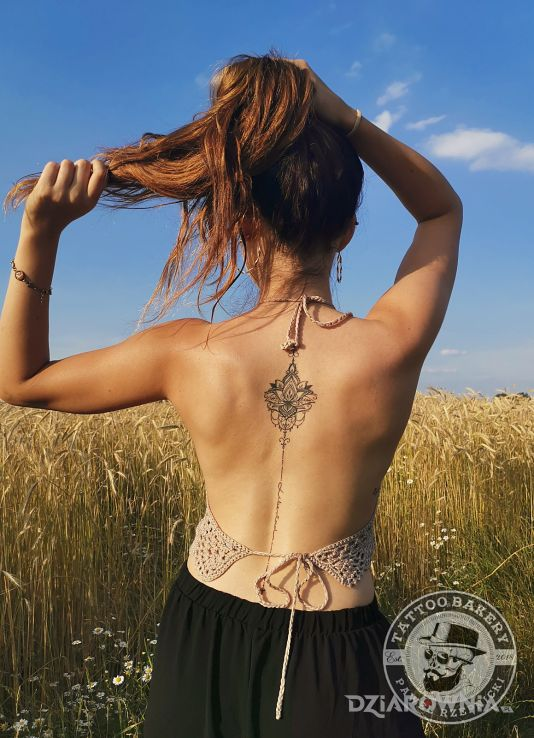 Tatuaż lotos - mandale