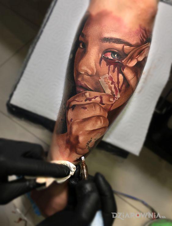 Tatuaż kolorowa twarz z żyletką - twarze