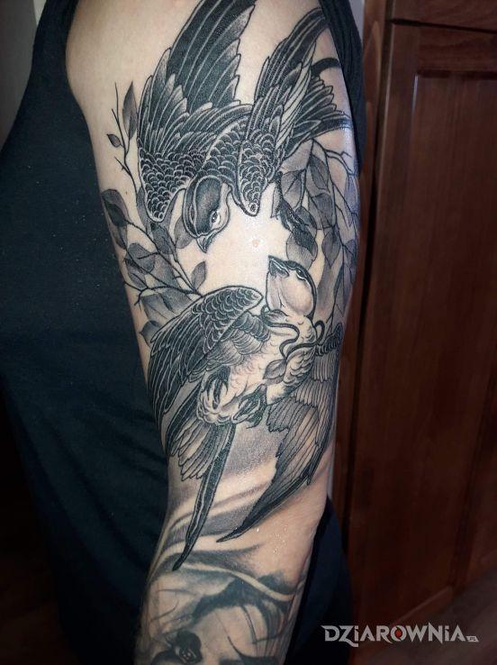 Tatuaż jaskółki - rękawy