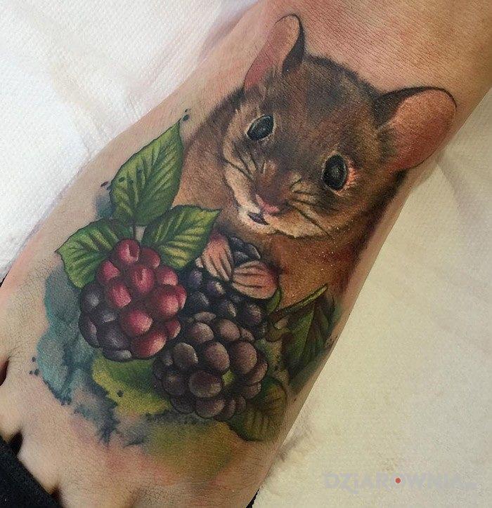 Tatuaż zwierzątko w motywie zwierzęta na stopie