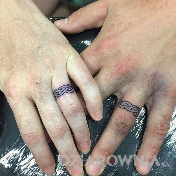 Tatuaż obrączki