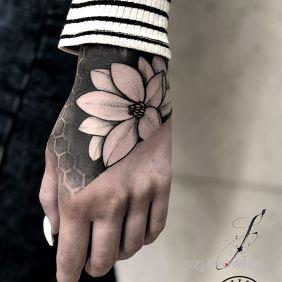 Tatuaż z fajnym klimatem