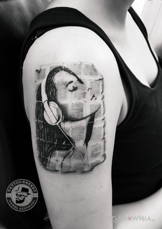 Tatuaż muzyka - czarno-szare