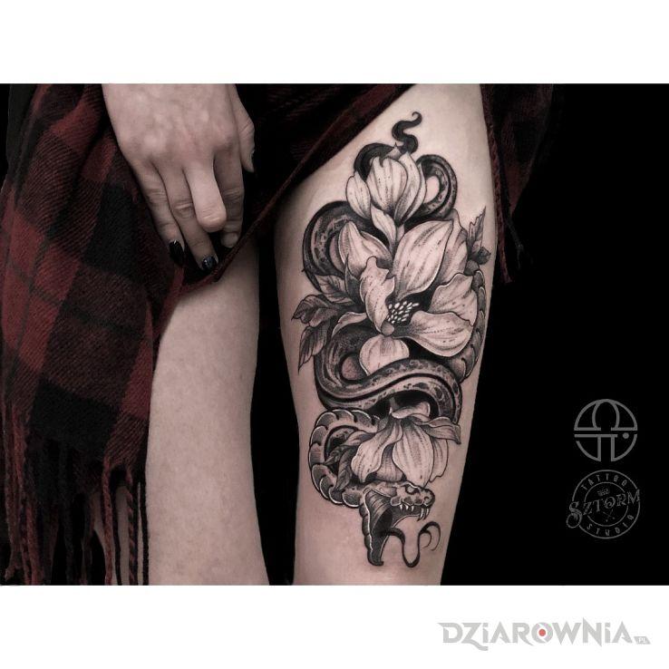 Tatuaż kompozycja dla kobiet - kwiaty