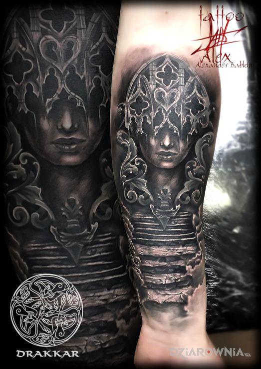 Tatuaż schody z ornamentami i portret - 3D