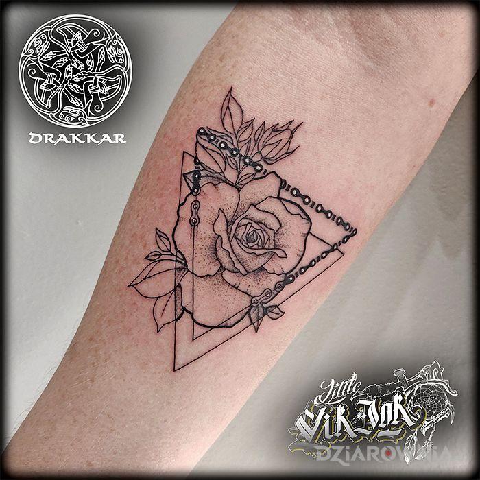 Tatuaż róża dla motocyklistki - pozostałe