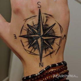 Pierwszy tatuaż. Kompas