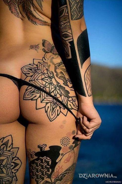 Tatuaż tył - seksowne