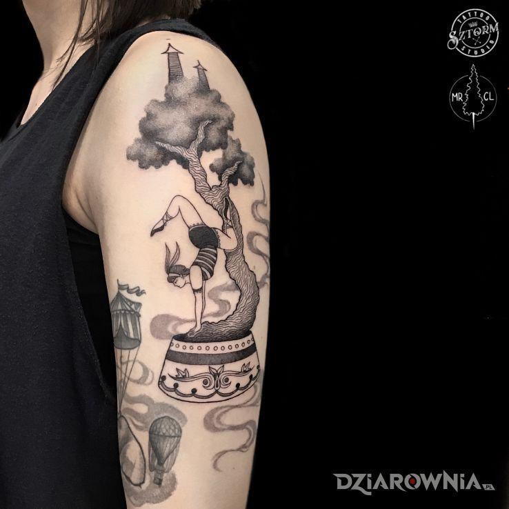 Tatuaż akrobatka - czarno-szare