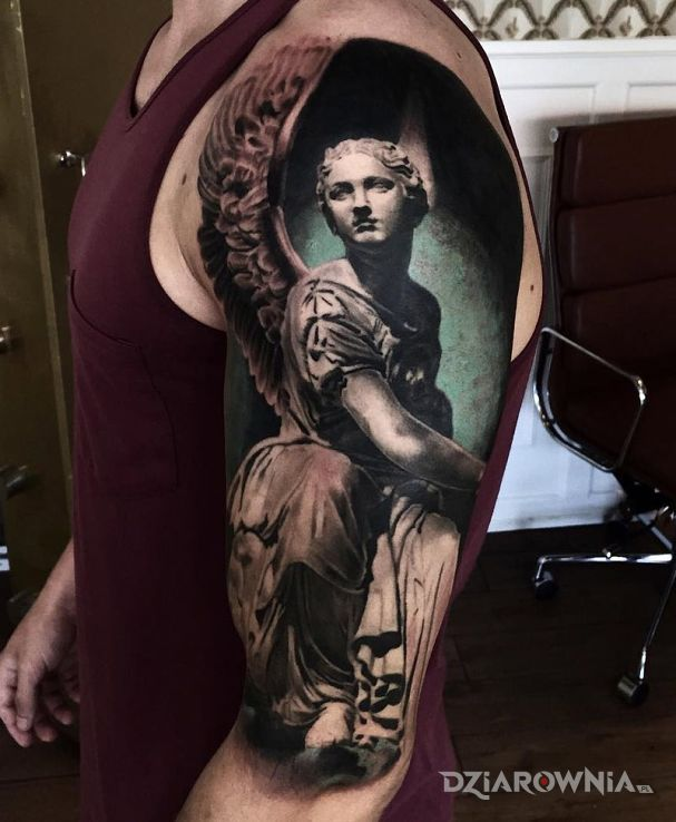 Tatuaż anielski tatuaż w motywie 3D na ramieniu