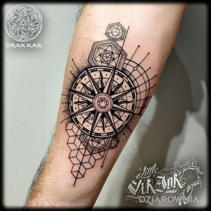 Tatuaż geometryczna abstrakcja - czarno-szare