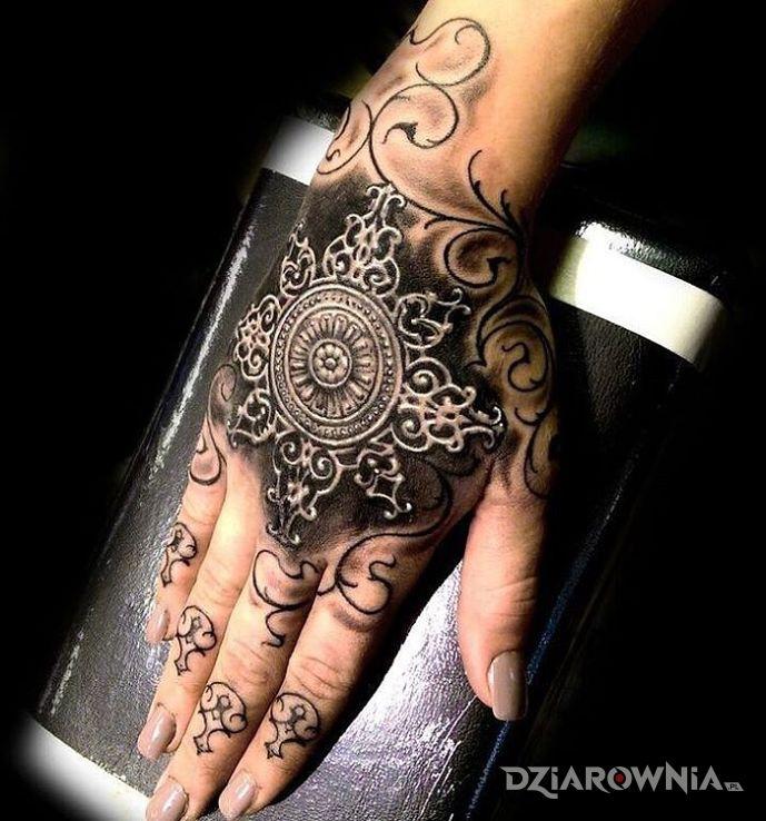 Tatuaż wzór 3d w motywie 3D na dłoni