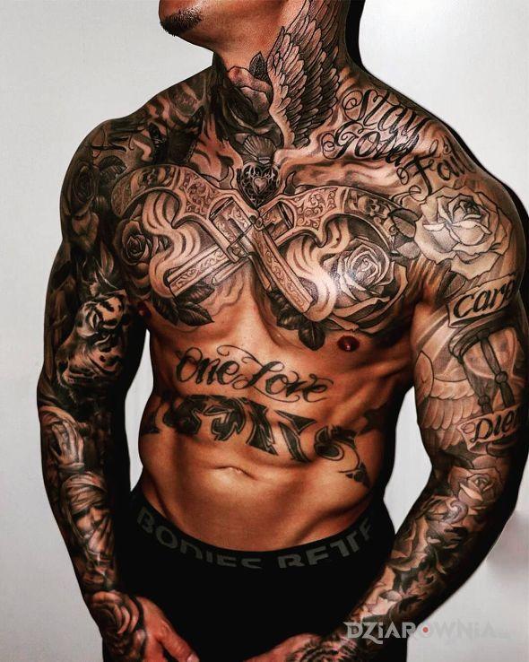 Tatuaż wytatuowany facet - skrzydła