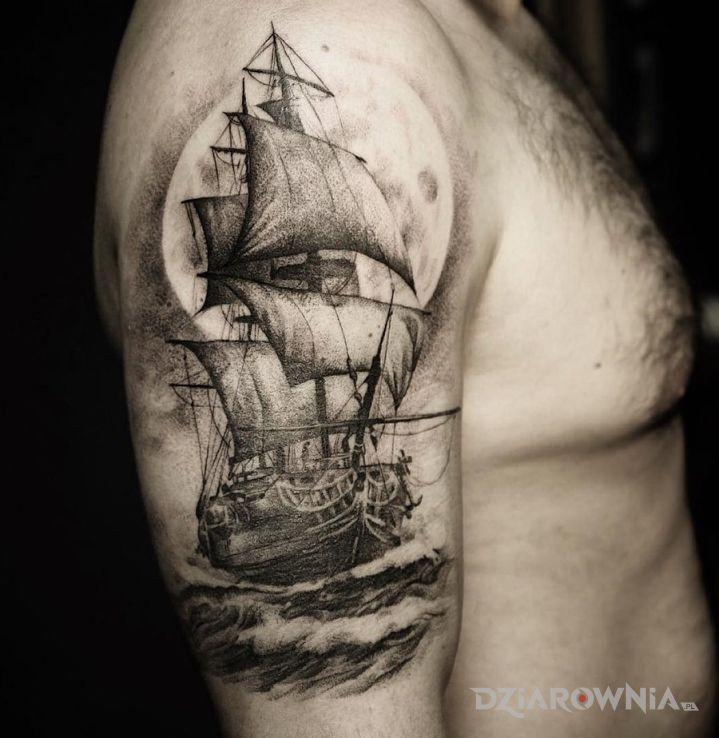 Tatuaż okręt - realistyczne