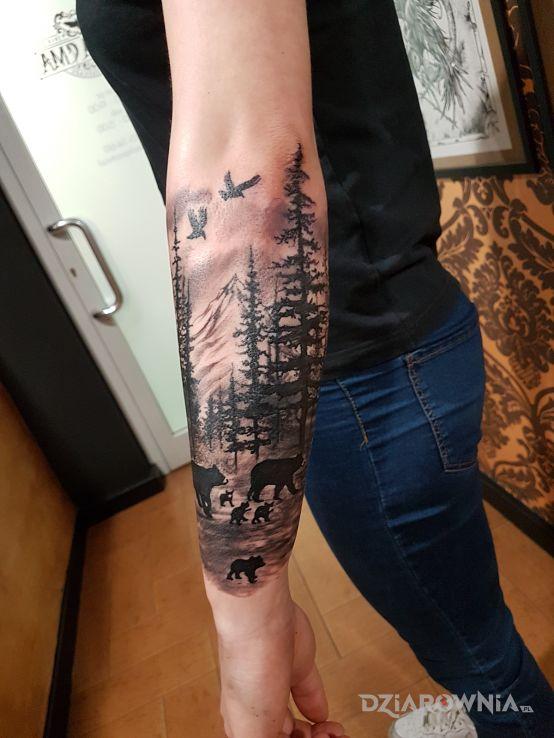 Tatuaż las z niedźwiedziami - zwierzęta