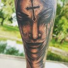 Twarz z krzyżem