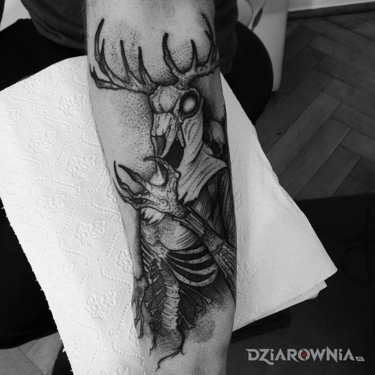 Tatuaż leszy  wiedźmin - czarno-szare