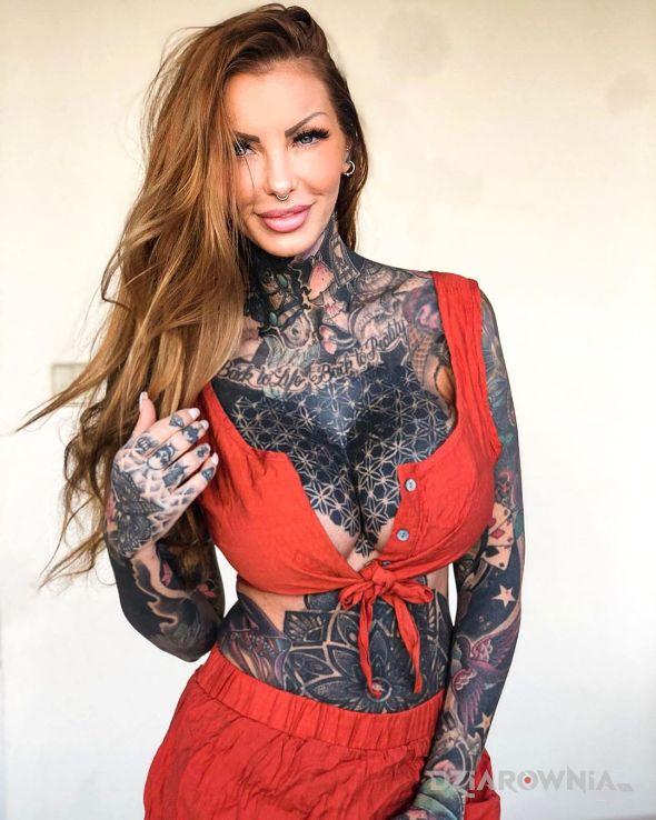 Tatuaż dziewczyna wytatuowana na maksa - rękawy