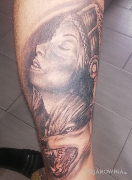 Tatuaż indianka z wilkiem - postacie