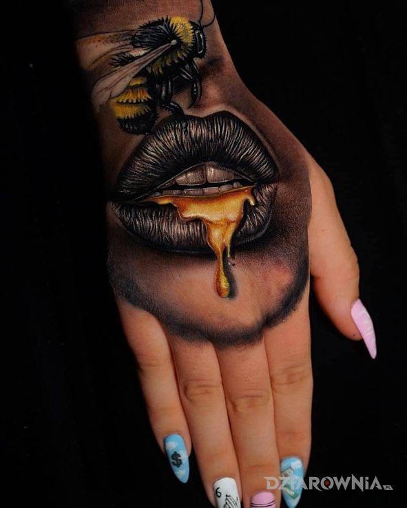 Tatuaż złote usta - zwierzęta