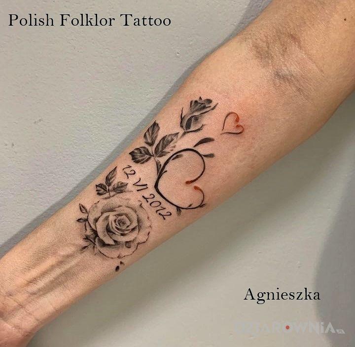 Tatuaż miłość - kwiaty