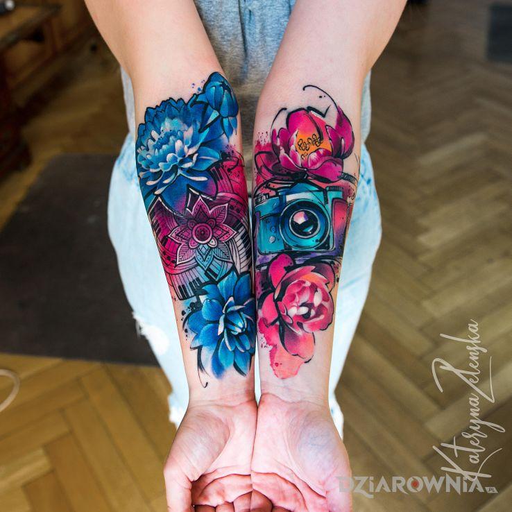 Tatuaż aparat  kwiaty  akwarela  watercolor - kwiaty