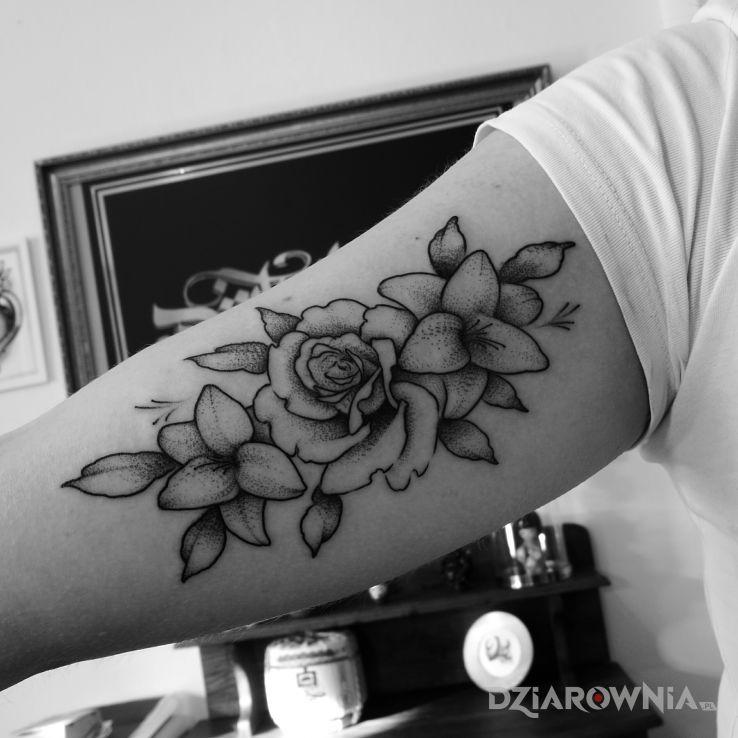 Tatuaż kwiaty - czarno-szare