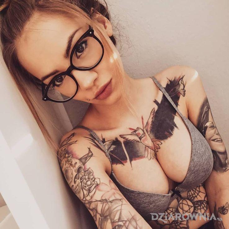 Tatuaż okularki - czarno-szare